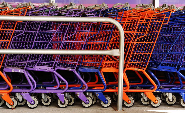 wózki sklepowe przed sklepem w usa